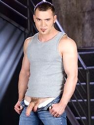 Big muscle hunk Tony Mecelli